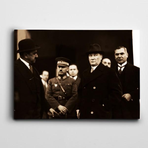Atatürk Adana'da 1933 Kanvas Tablo
