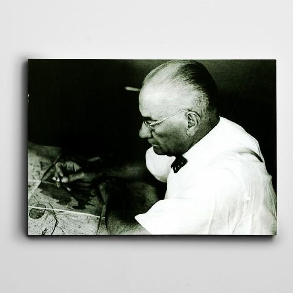 Atatürk Gözlükle Kanvas Tablo